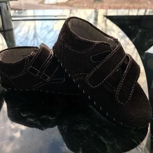 Pediped, 6-9 months, brown suede. Soft soles.